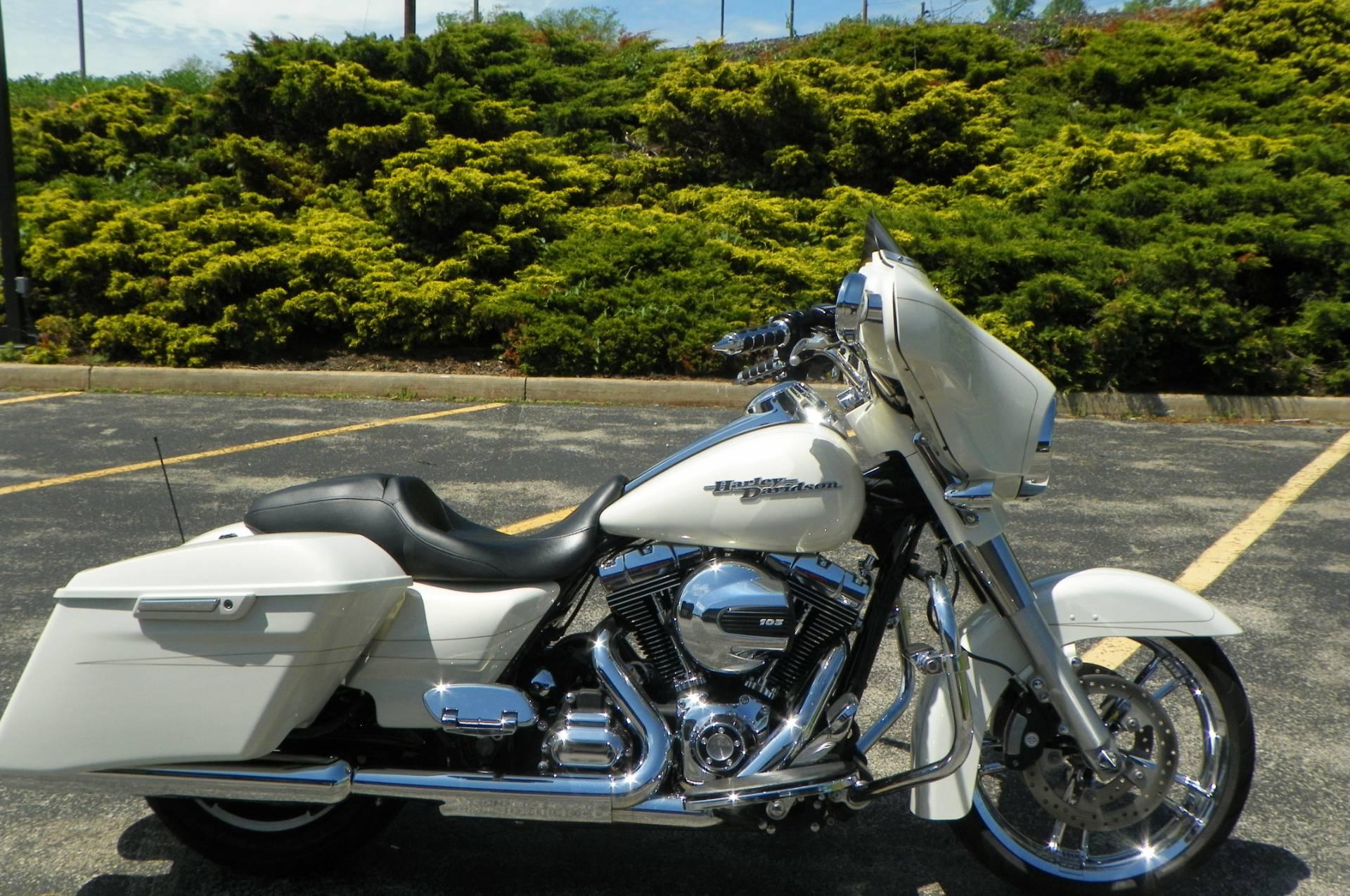 2015 Harley-Davidson Street Glide Special 1