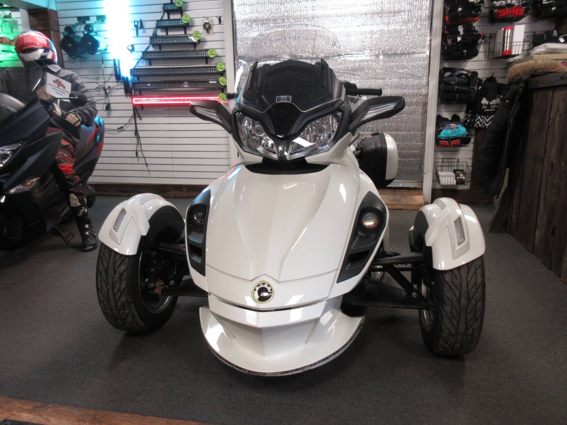 2013 Can-Am Spyder® ST Limited in Georgetown, Kentucky - Photo 2