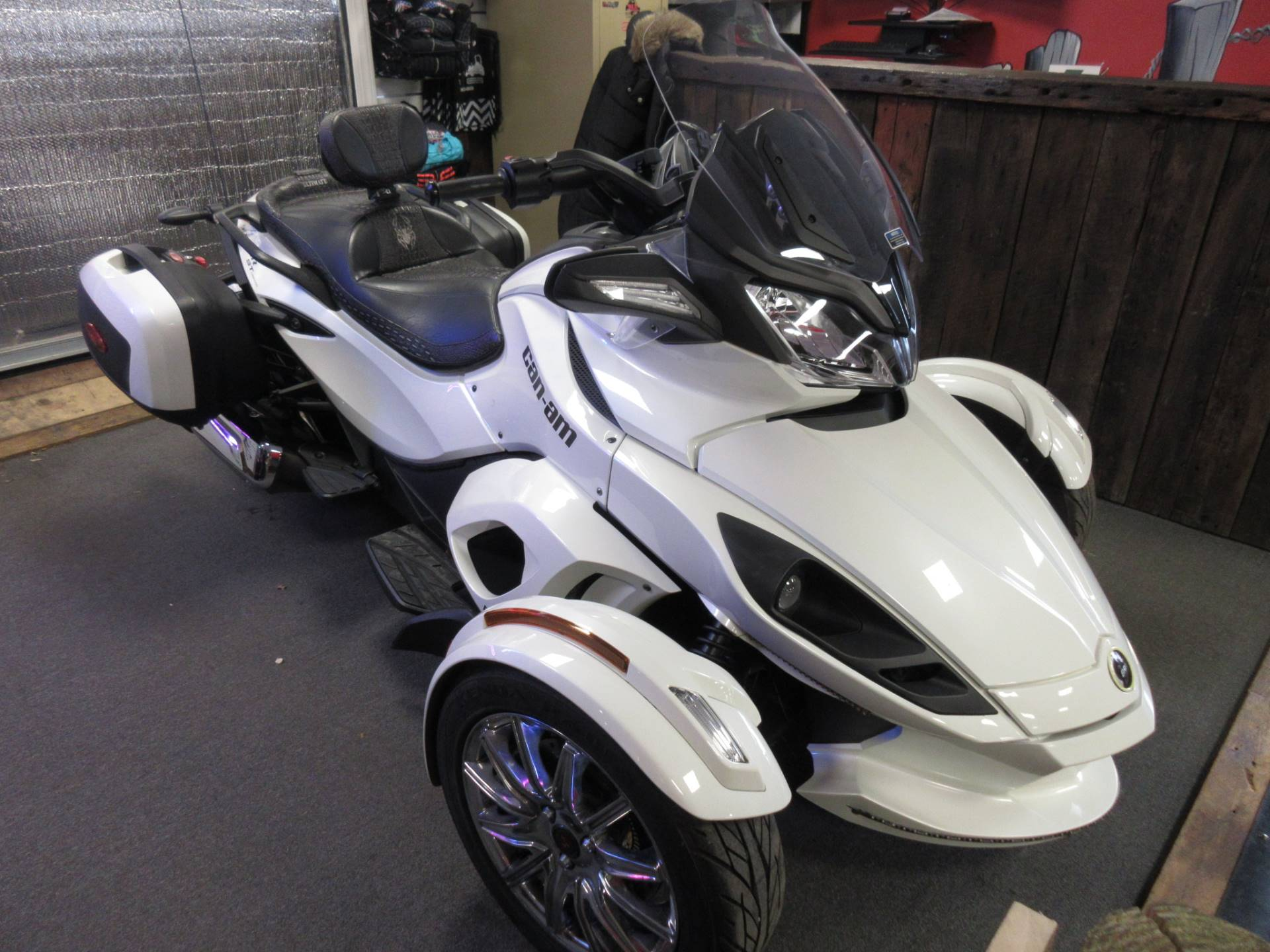 2013 Can-Am Spyder® ST Limited in Georgetown, Kentucky - Photo 3