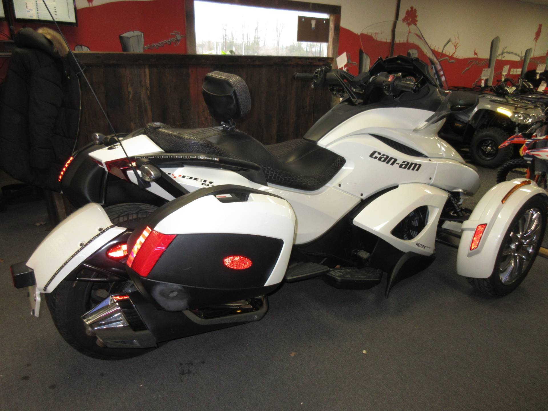 2013 Can-Am Spyder® ST Limited in Georgetown, Kentucky - Photo 5