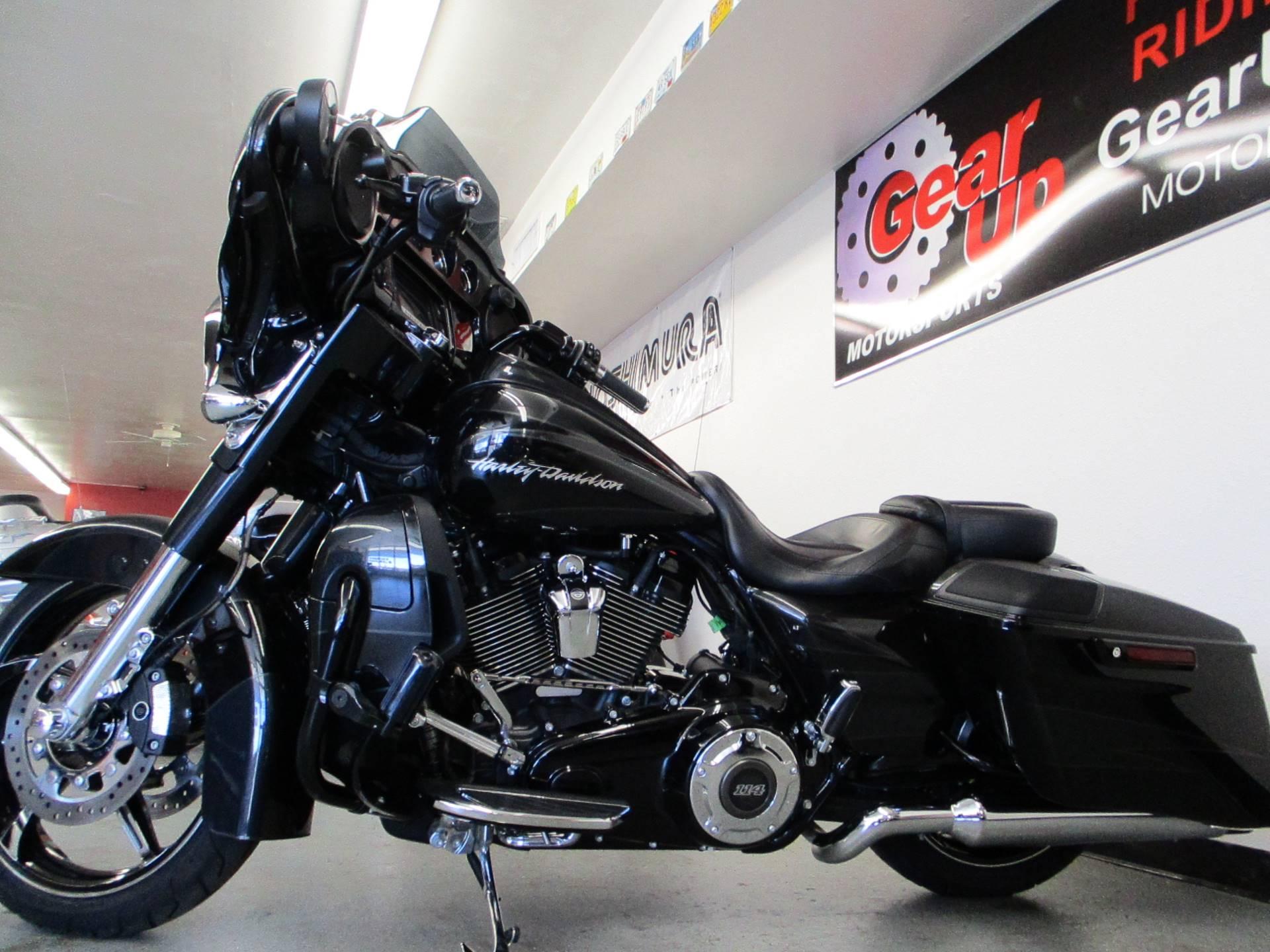 2017 Harley-Davidson CVO™ Street Glide® in Lake Havasu City, Arizona