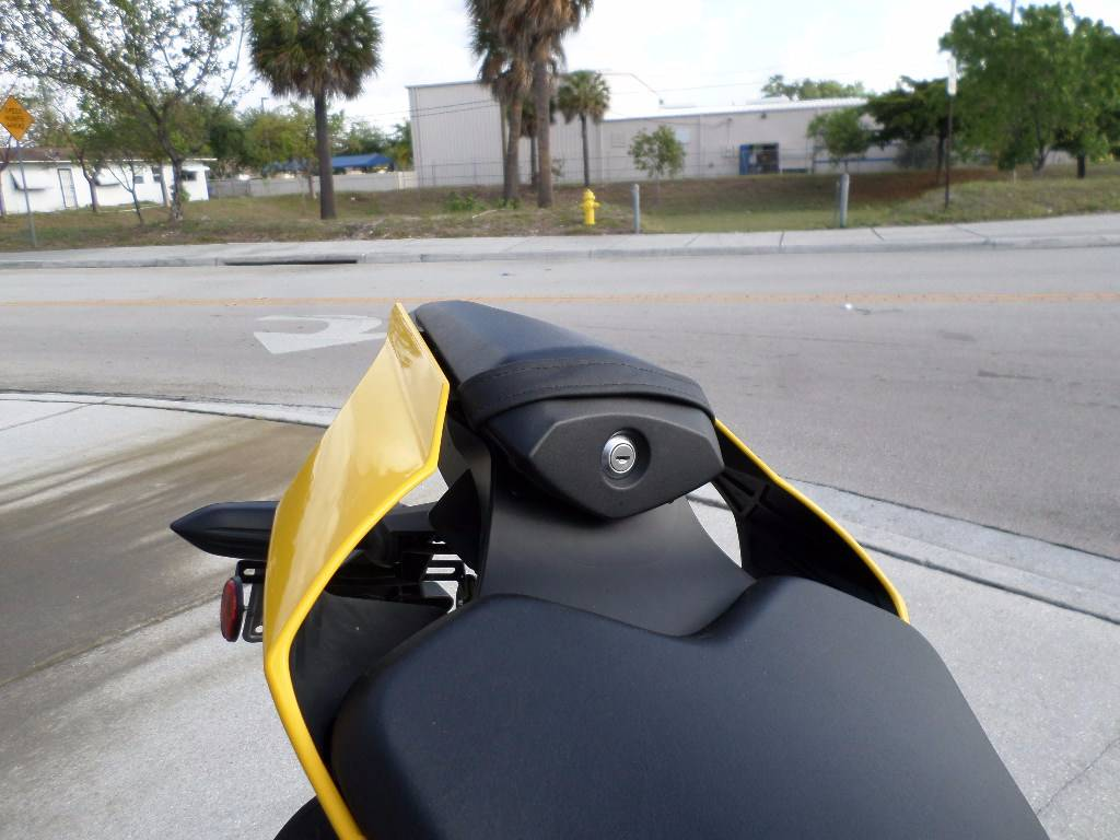 2016 Yamaha YZF-R1 in Pompano Beach, Florida