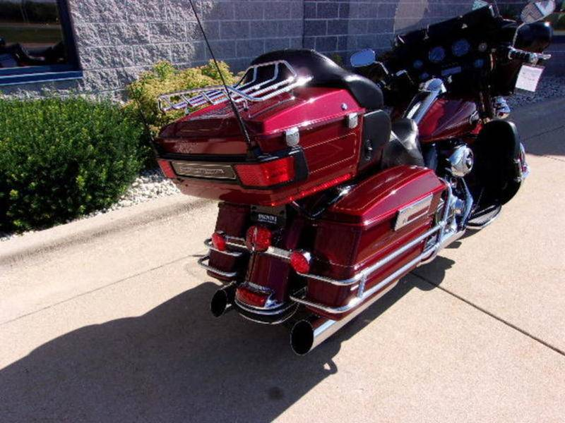 2010 Harley-Davidson Ultra Classic® Electra Glide® in Beaver Dam, Wisconsin - Photo 3
