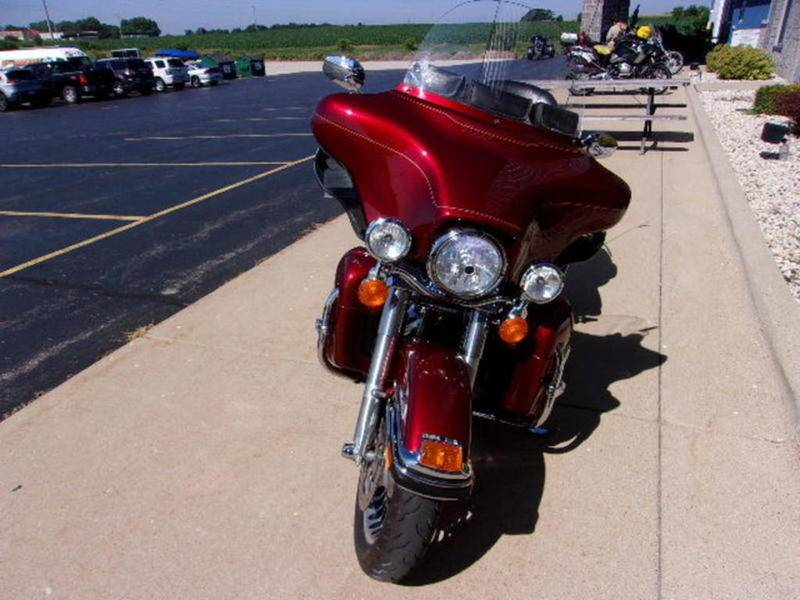 2010 Harley-Davidson Ultra Classic® Electra Glide® in Beaver Dam, Wisconsin - Photo 6