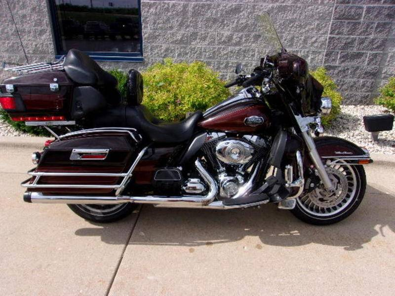 2011 Harley-Davidson Ultra Classic® Electra Glide® in Beaver Dam, Wisconsin - Photo 2