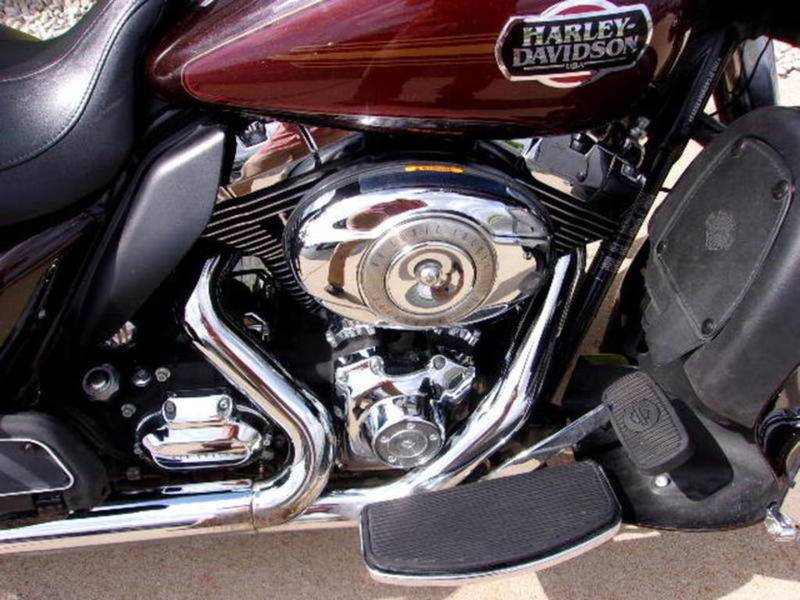 2011 Harley-Davidson Ultra Classic® Electra Glide® in Beaver Dam, Wisconsin - Photo 6