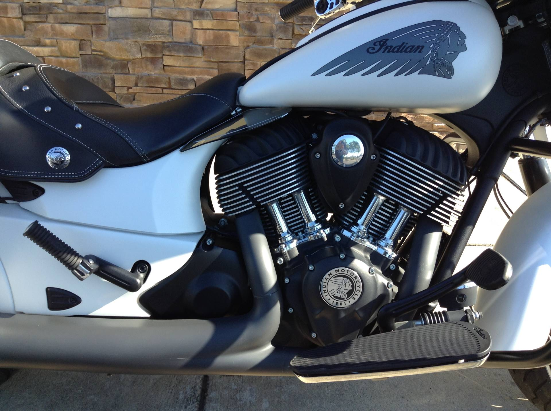 2017 Indian CHIEFTAIN in Panama City Beach, Florida - Photo 2