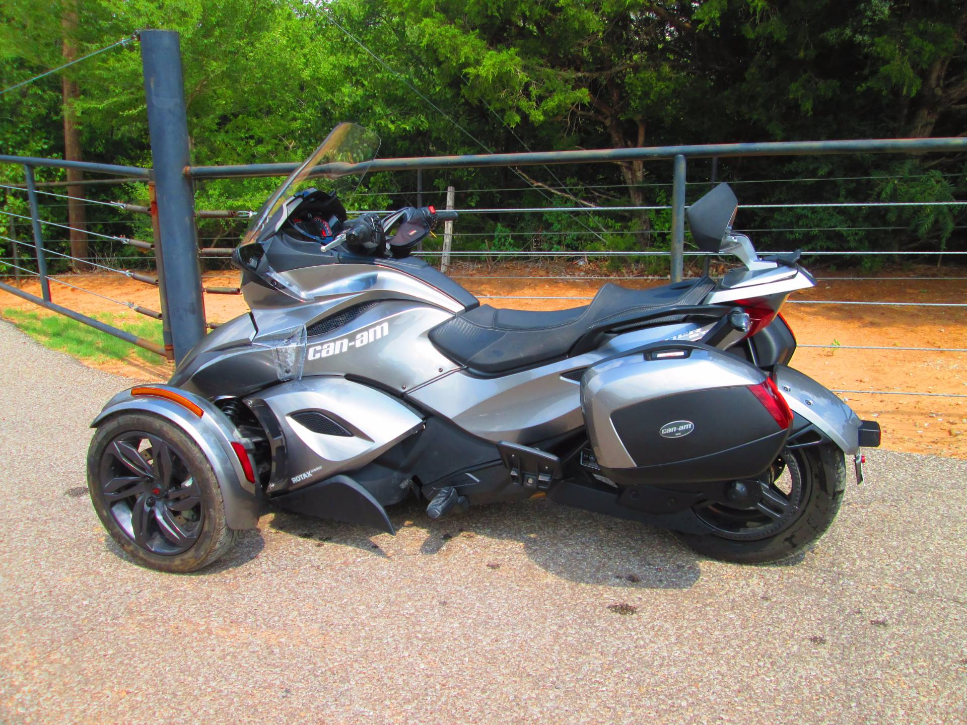 2013 Can-Am Spyder® ST-S SM5 in Jones, Oklahoma