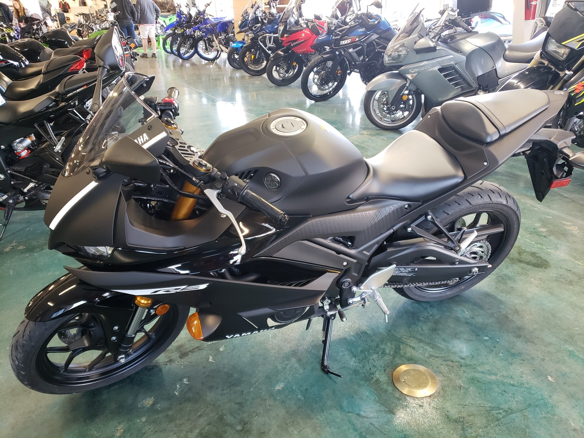 2019 Yamaha YZF-R3 in Louisville, Tennessee - Photo 2