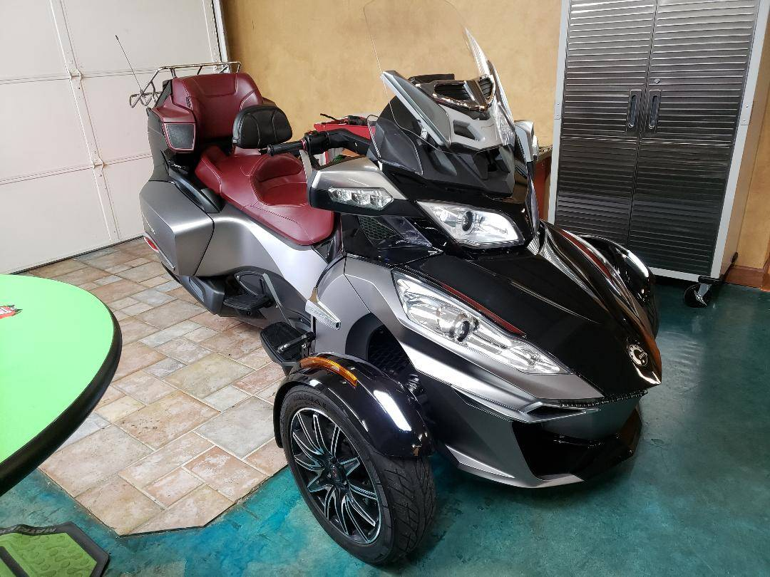 2015 Can-Am Spyder® RT-S Special Series SE6 in Louisville, Tennessee - Photo 1