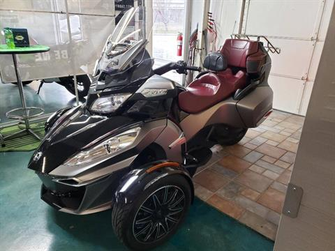 2015 Can-Am Spyder® RT-S Special Series SE6 in Louisville, Tennessee - Photo 2