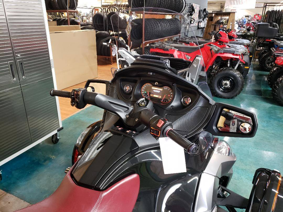2015 Can-Am Spyder® RT-S Special Series SE6 in Louisville, Tennessee - Photo 5