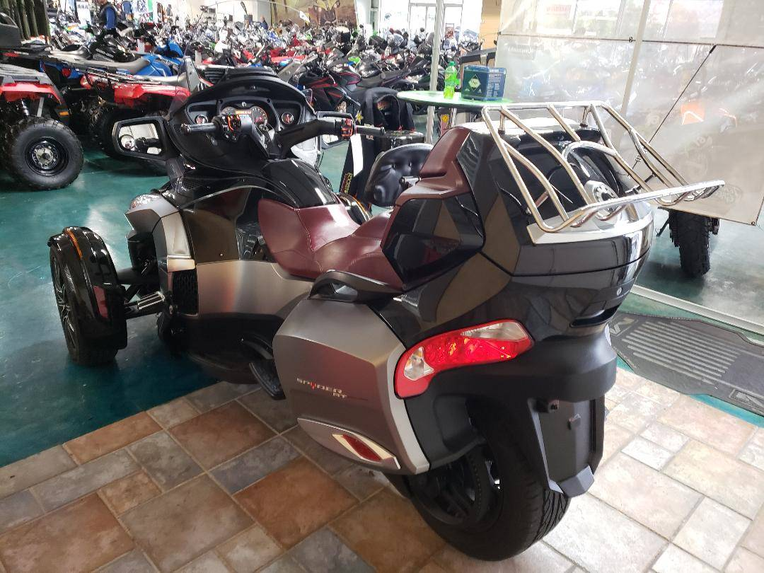 2015 Can-Am Spyder® RT-S Special Series SE6 in Louisville, Tennessee - Photo 9