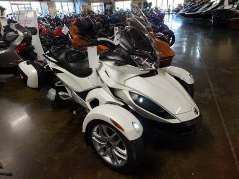 2014 Can-Am Spyder® ST SE5 in Louisville, Tennessee
