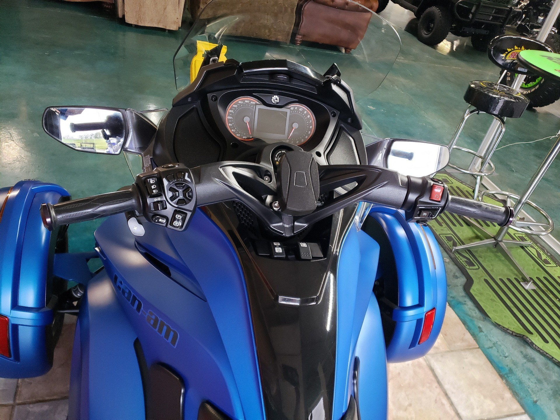 2015 Can-Am Spyder® ST Limited in Louisville, Tennessee - Photo 5