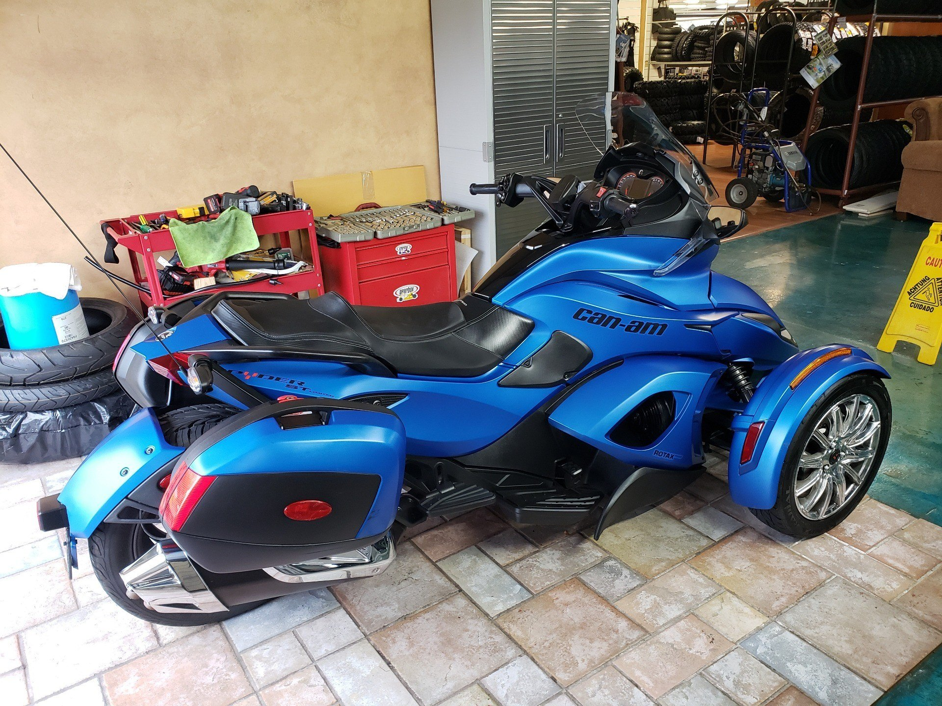 2015 Can-Am Spyder® ST Limited in Louisville, Tennessee - Photo 14
