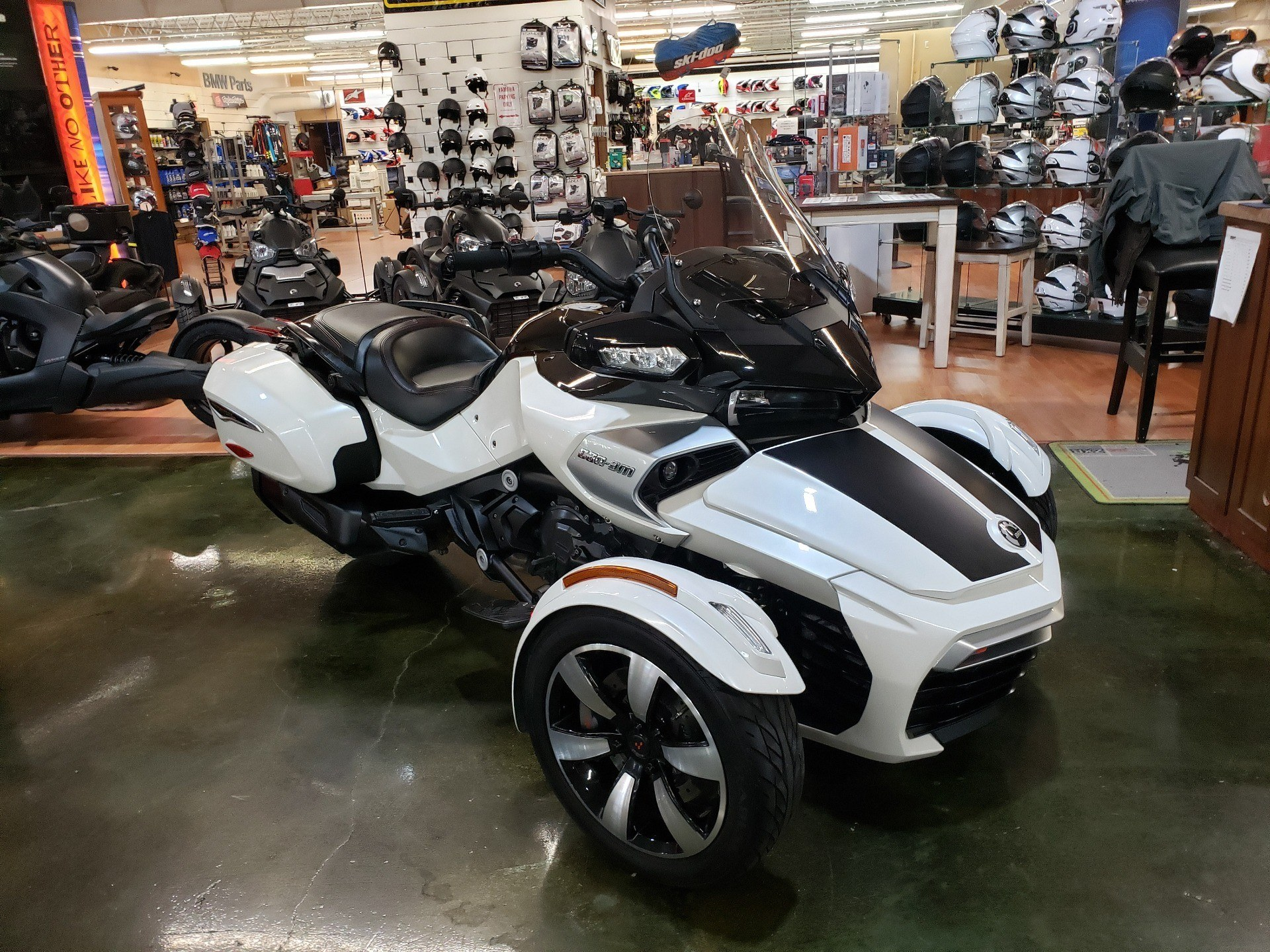 2016 Can-Am Spyder F3-T SE6 w/ Audio System in Louisville, Tennessee - Photo 1