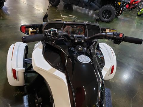 2016 Can-Am Spyder F3-T SE6 w/ Audio System in Louisville, Tennessee - Photo 5
