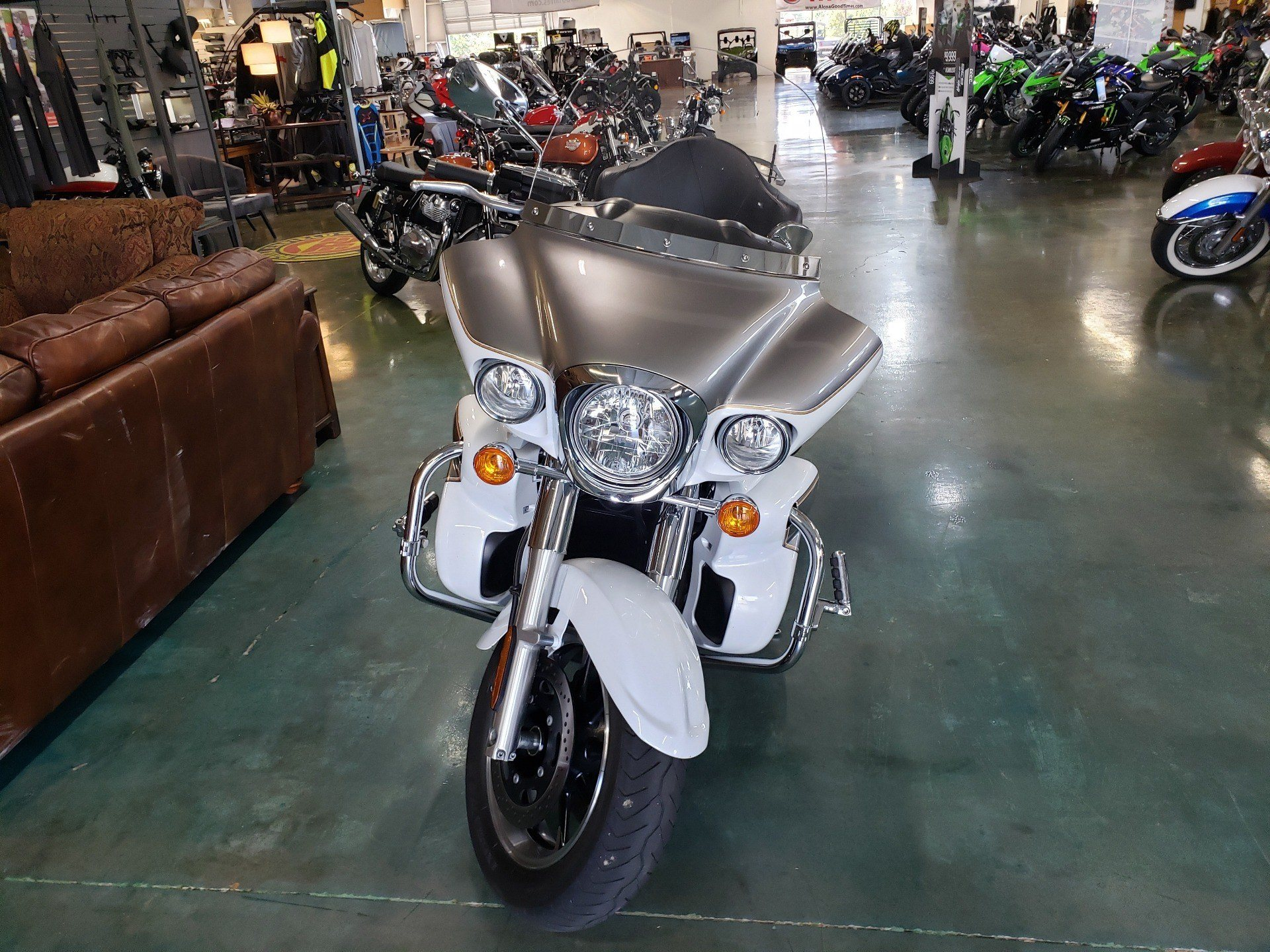 2013 Kawasaki Vulcan® 1700 Voyager® in Louisville, Tennessee - Photo 3