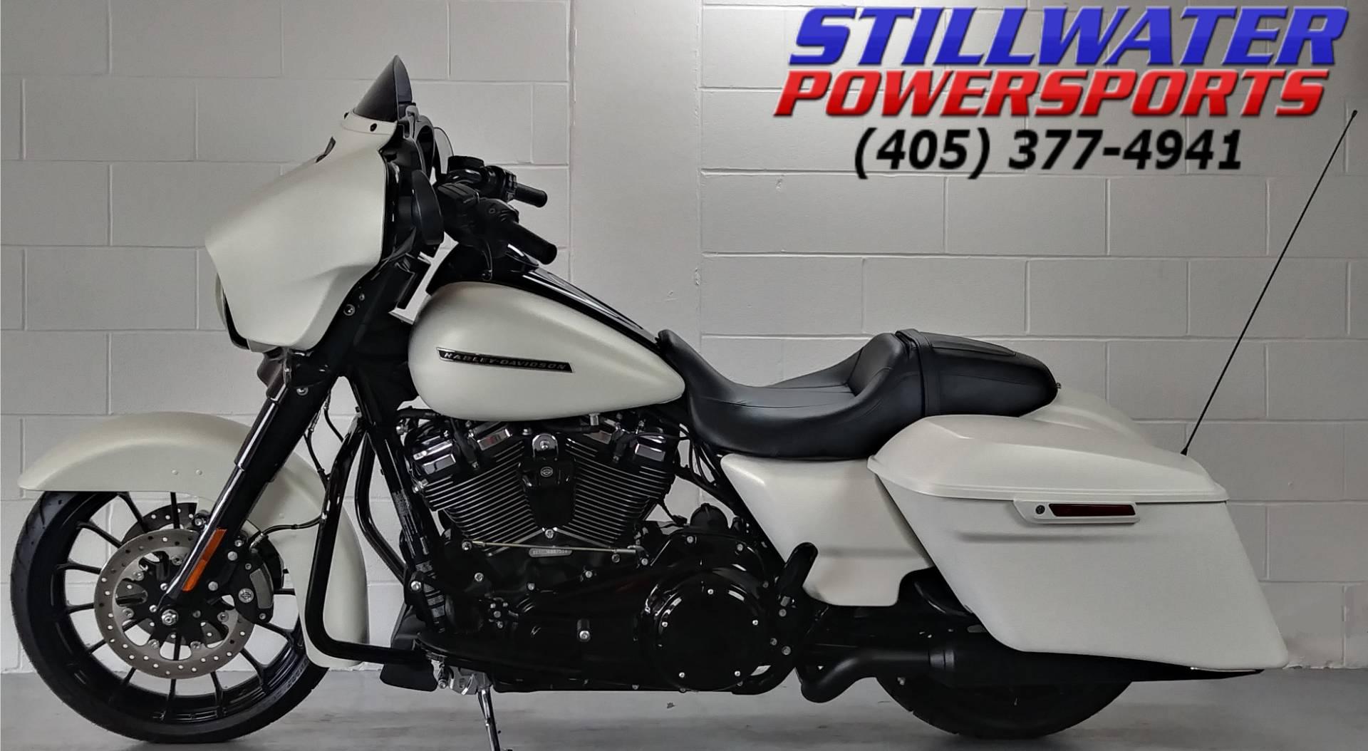 2018 Harley-Davidson Street Glide in Stillwater, Oklahoma