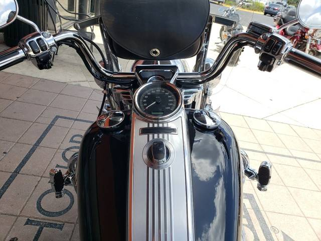 2011 Harley-Davidson Road King® Classic in Orlando, Florida - Photo 4