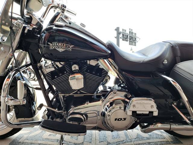 2011 Harley-Davidson Road King® Classic in Orlando, Florida - Photo 7