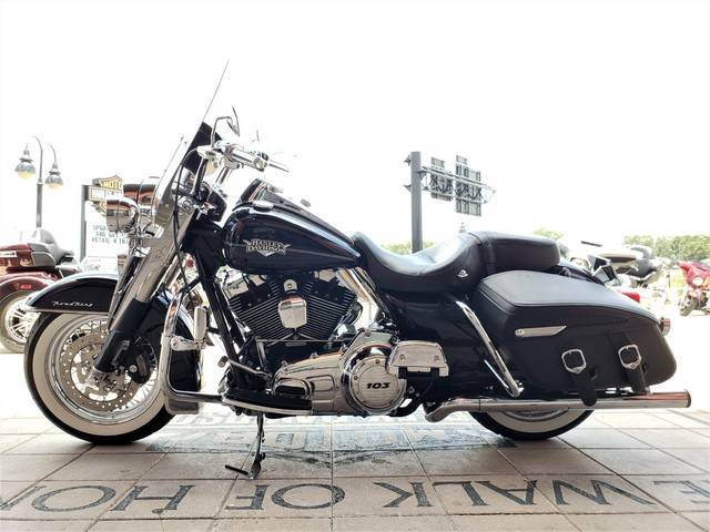 2011 Harley-Davidson Road King® Classic in Orlando, Florida - Photo 8