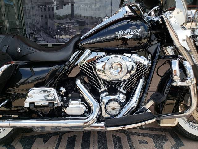 2011 Harley-Davidson Road King® Classic in Orlando, Florida - Photo 12