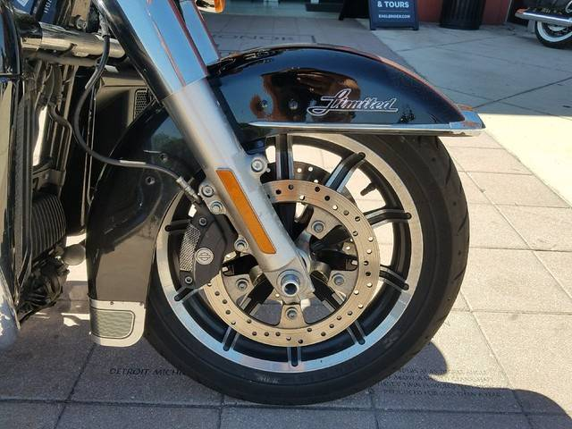 2017 Harley-Davidson Ultra Limited in Orlando, Florida - Photo 2