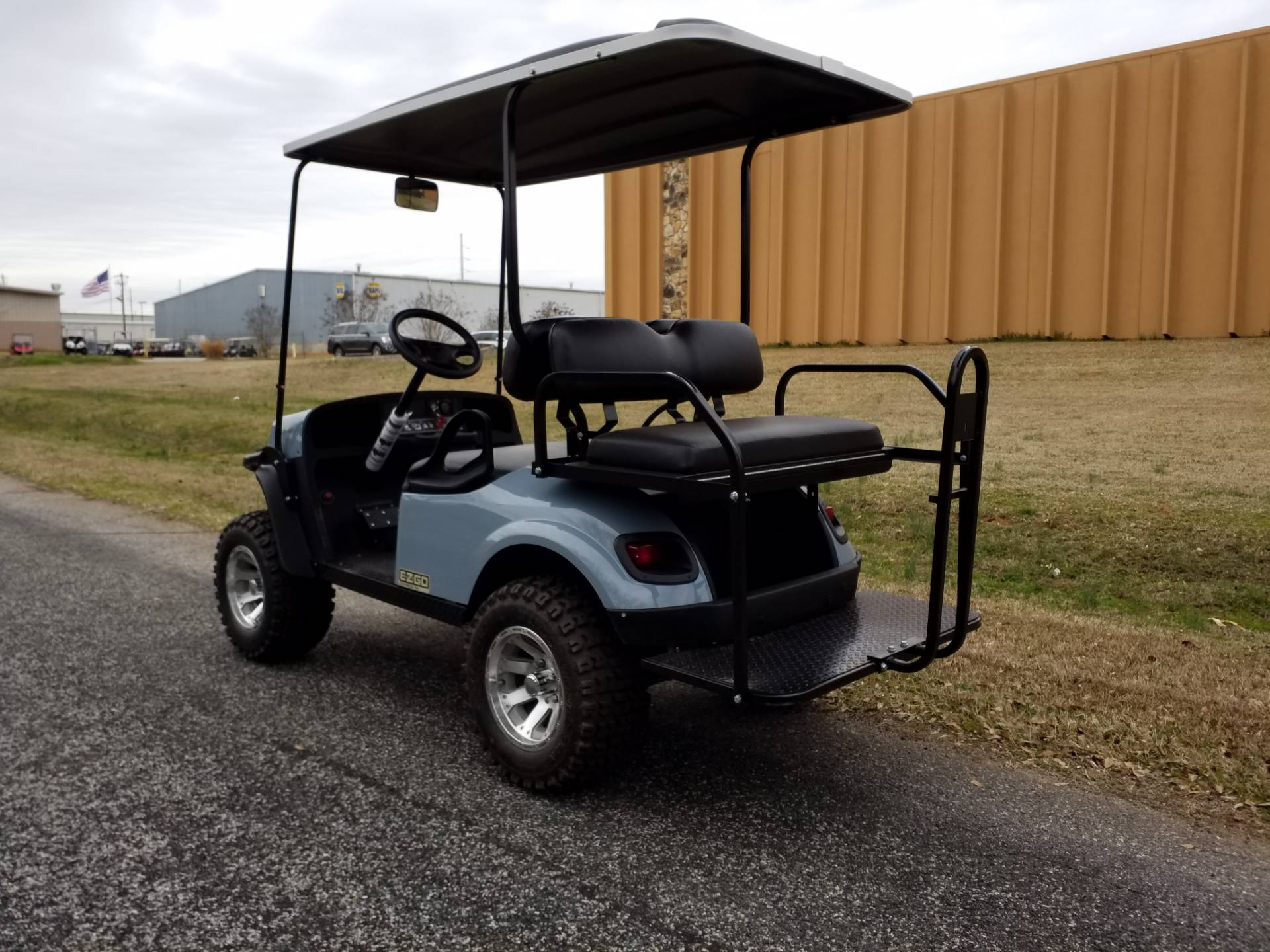 2019 E-Z-GO Express S4 Gas in Covington, Georgia - Photo 3