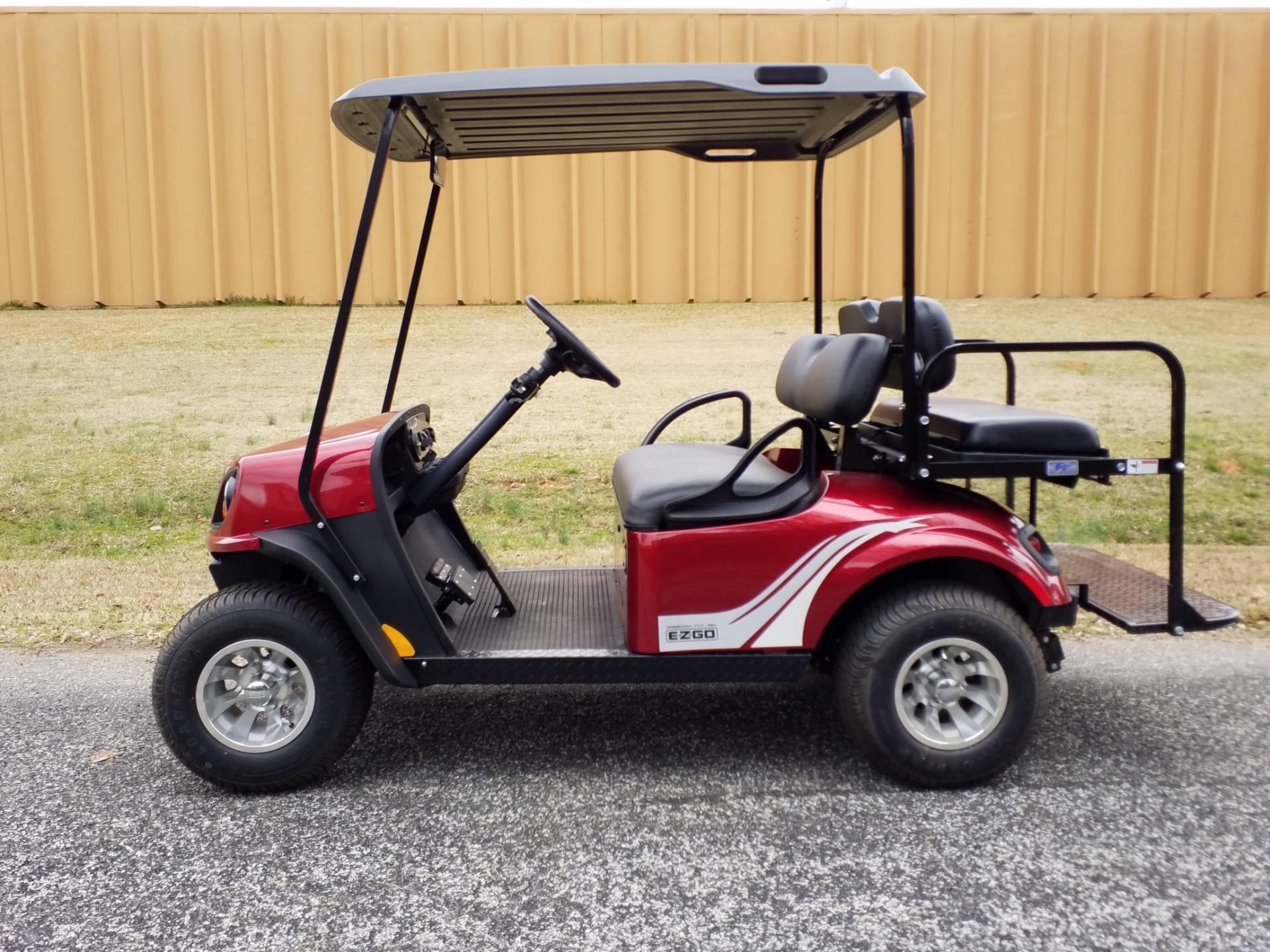 2018 E-Z-Go Freedom TXT 72 Volt in Covington, Georgia - Photo 2