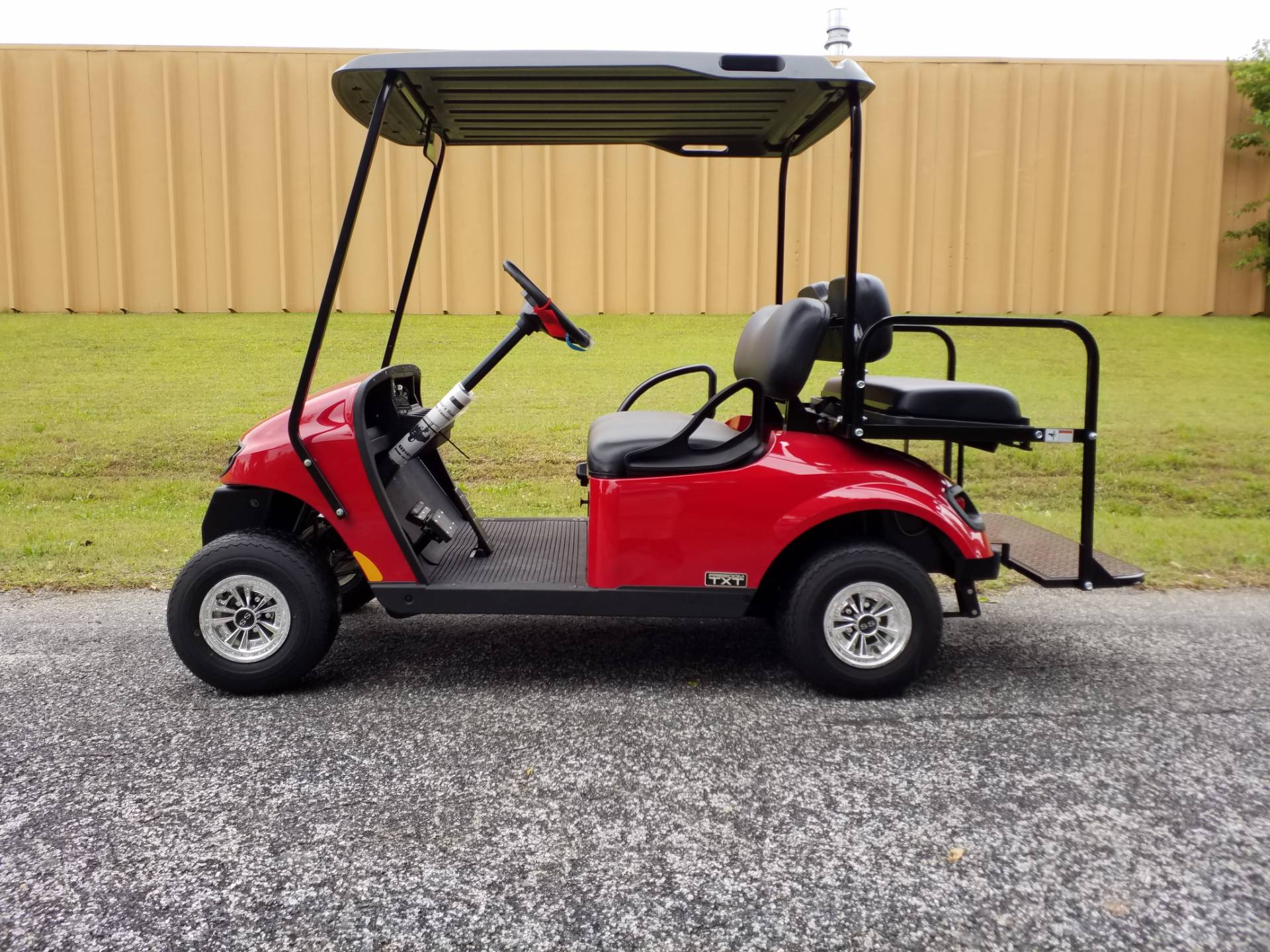 2019 E-Z-GO Freedom TXT Gas in Covington, Georgia - Photo 2