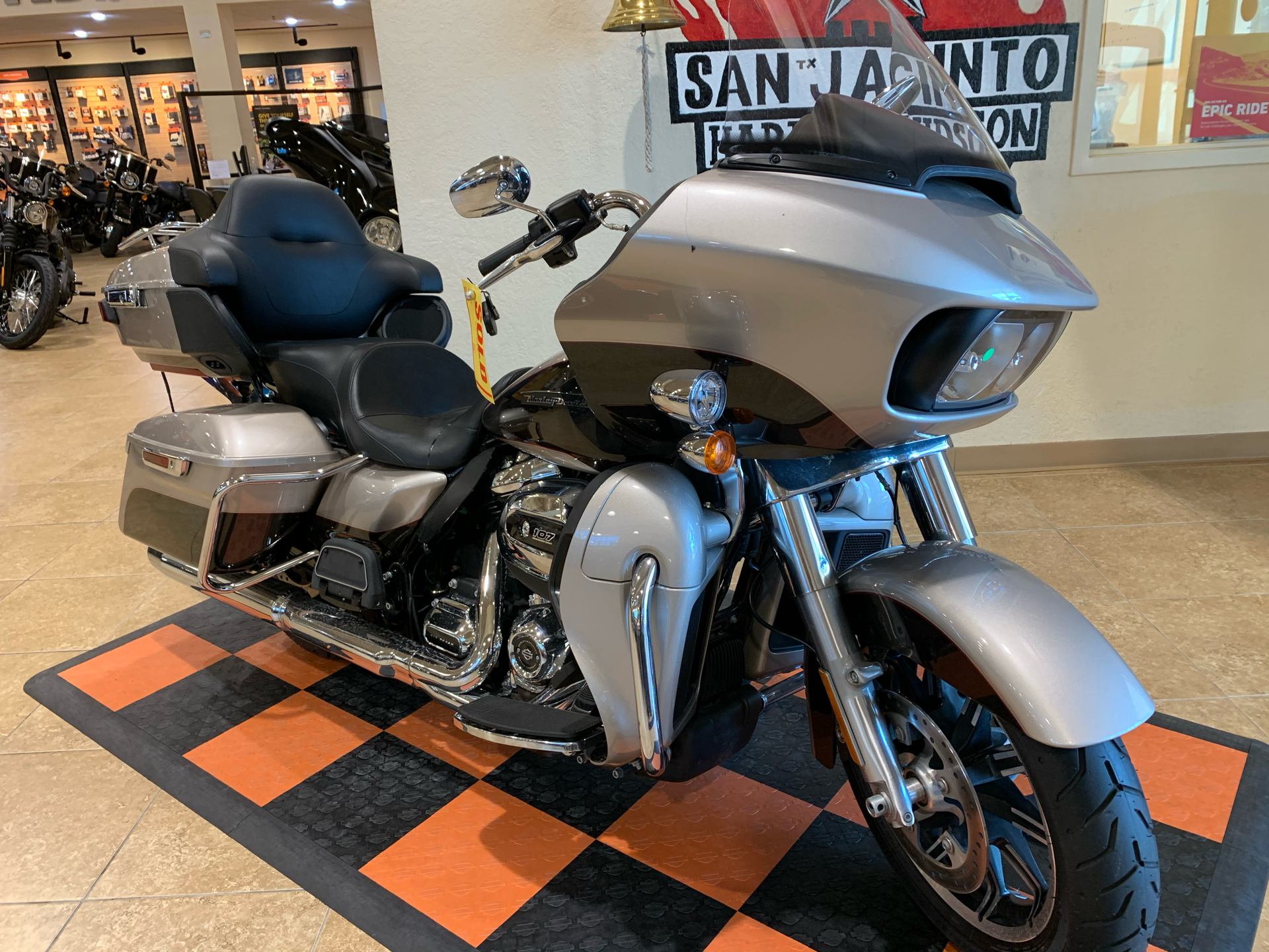 2018 Harley-Davidson Road Glide® Ultra in Pasadena, Texas - Photo 2