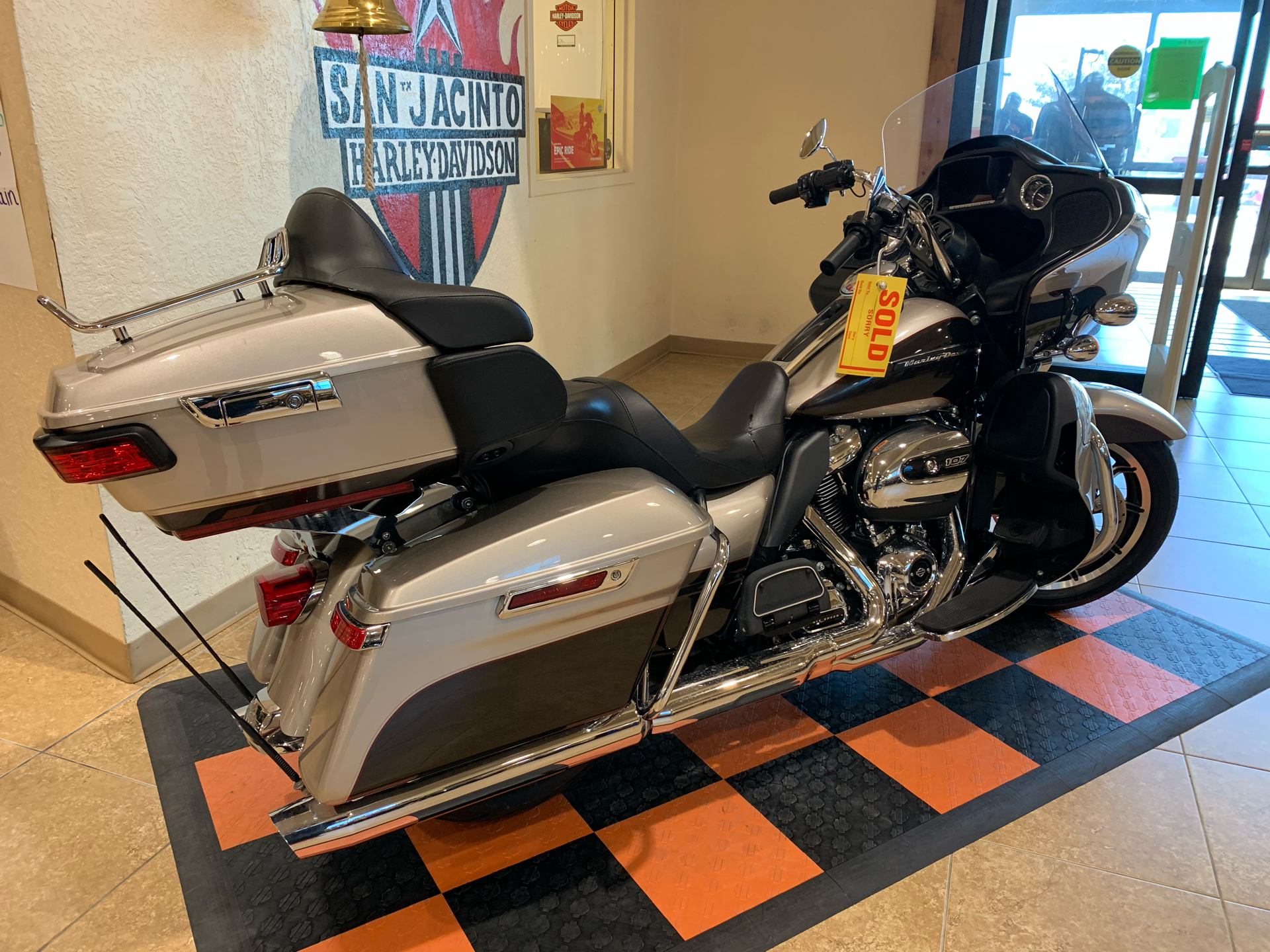 2018 Harley-Davidson Road Glide® Ultra in Pasadena, Texas - Photo 3