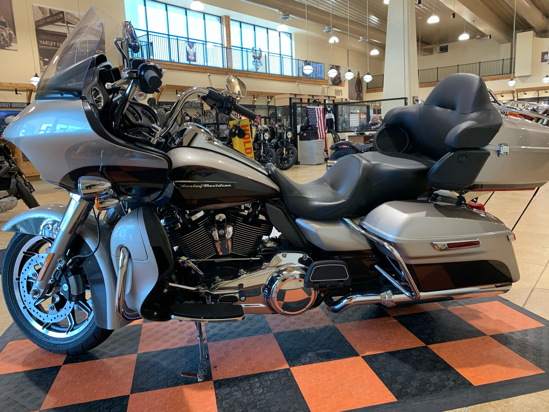 2018 Harley-Davidson Road Glide® Ultra in Pasadena, Texas - Photo 5
