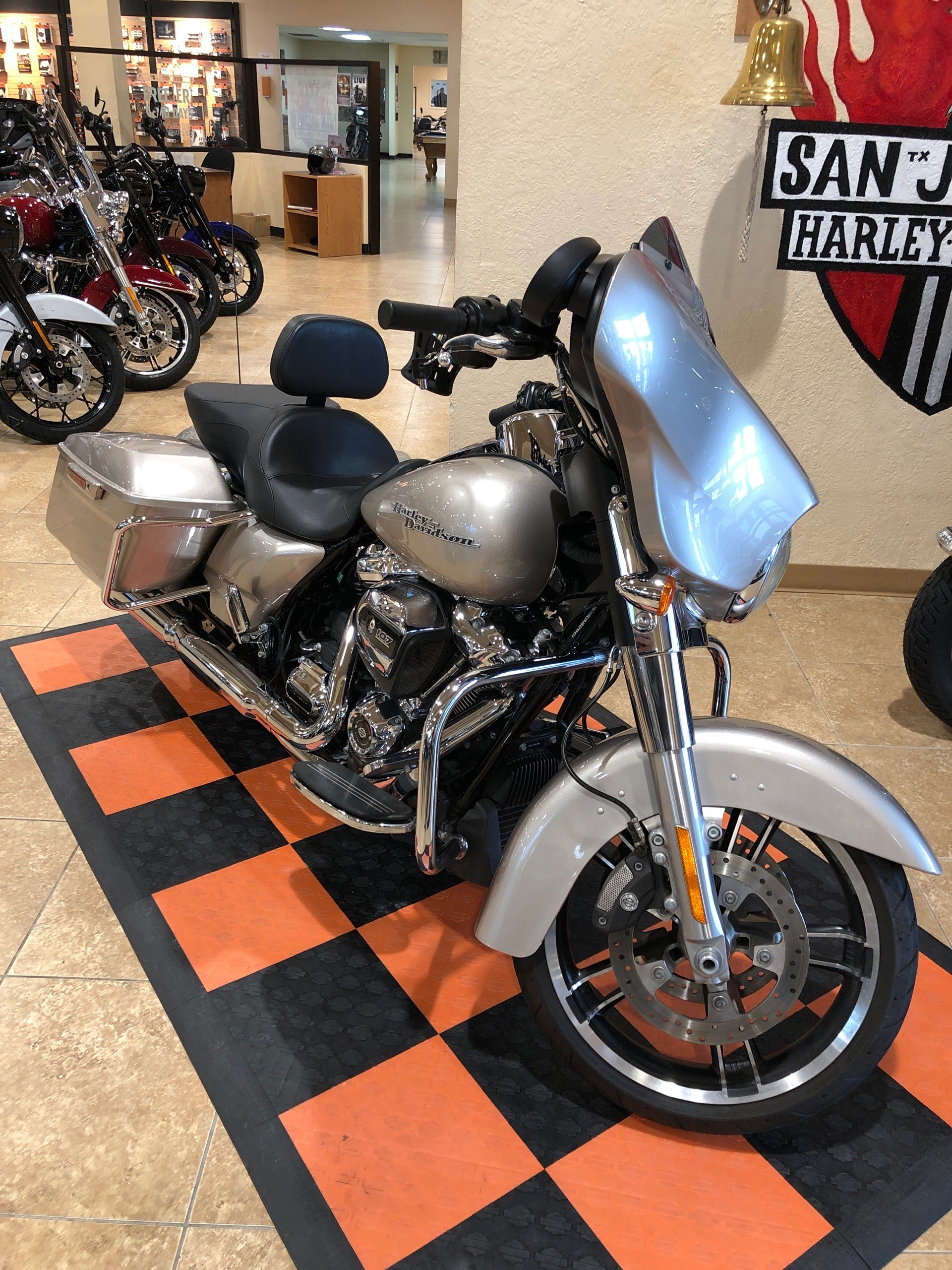 2018 Harley-Davidson Street Glide® in Pasadena, Texas - Photo 2