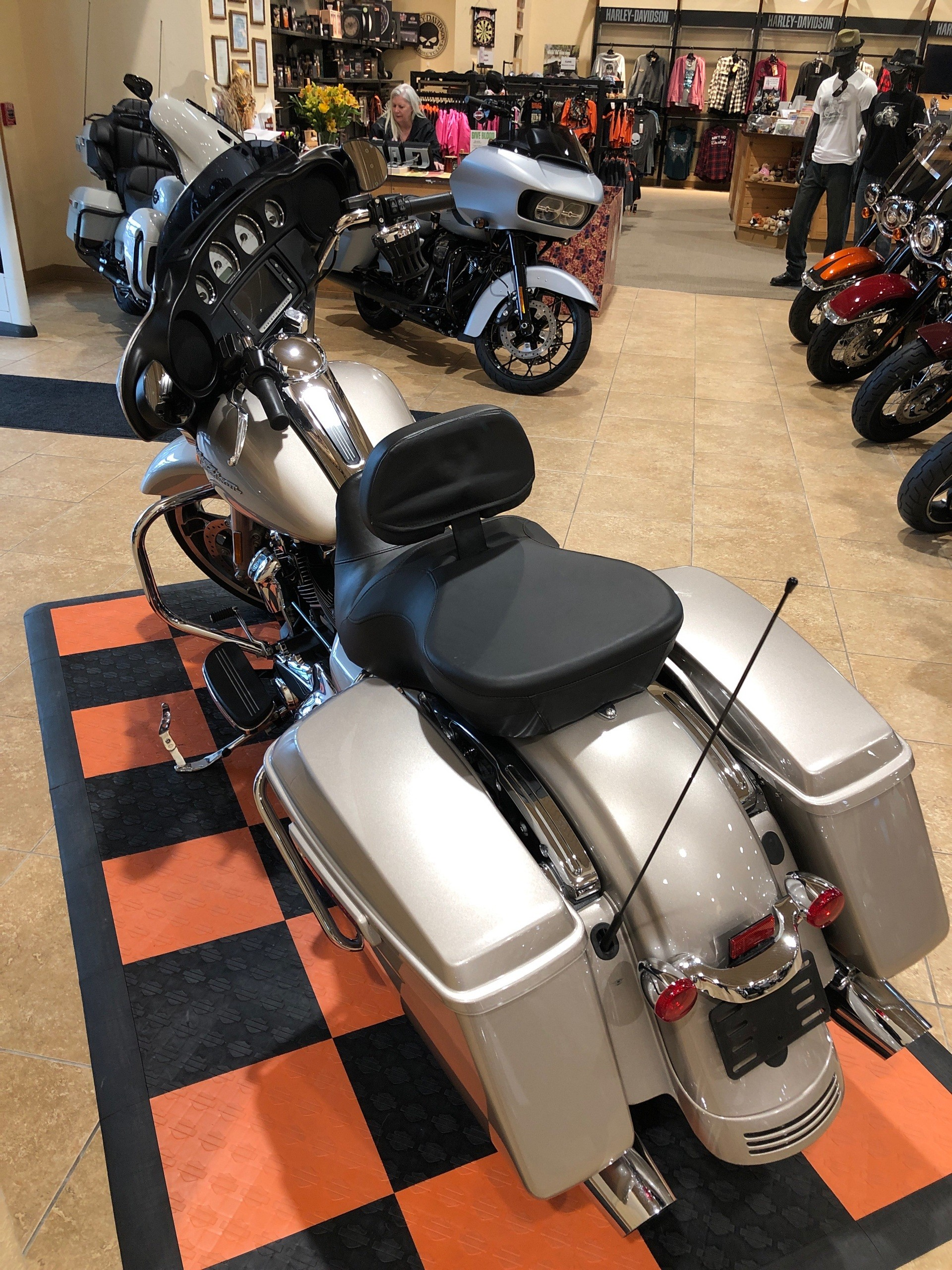 2018 Harley-Davidson Street Glide® in Pasadena, Texas - Photo 4