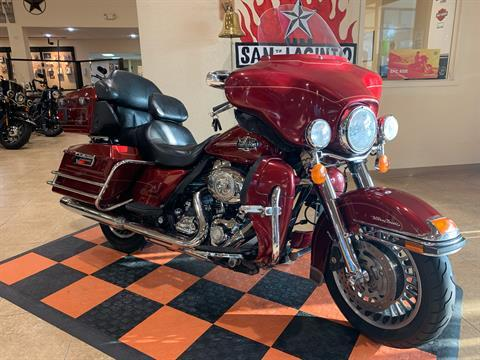 2010 Harley-Davidson Ultra Classic® Electra Glide® in Pasadena, Texas - Photo 2