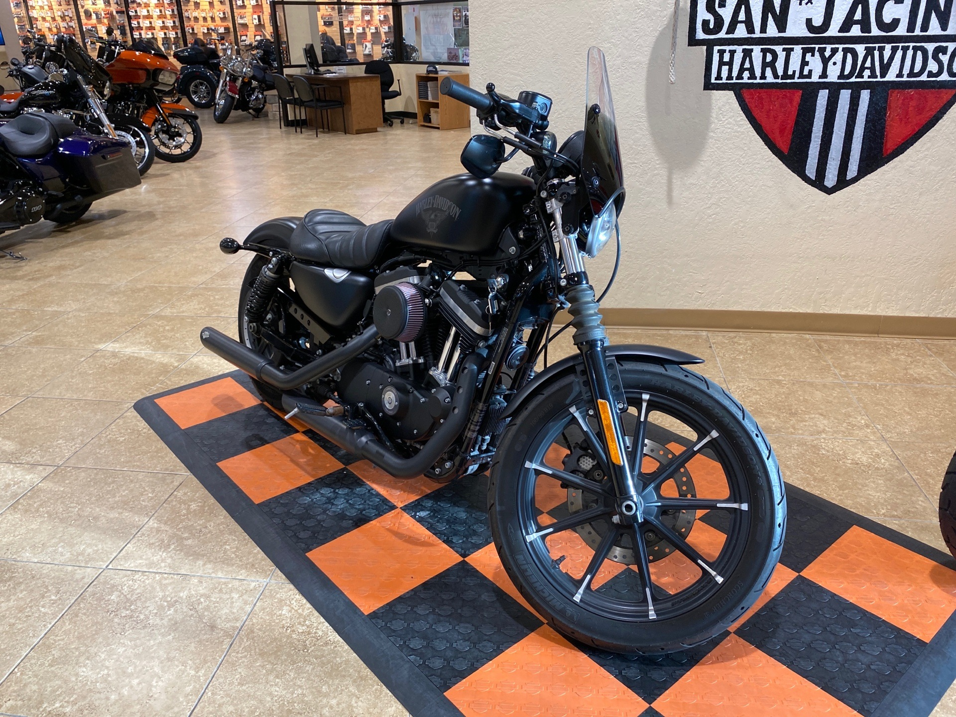 2017 Harley-Davidson Iron 883™ in Pasadena, Texas - Photo 2