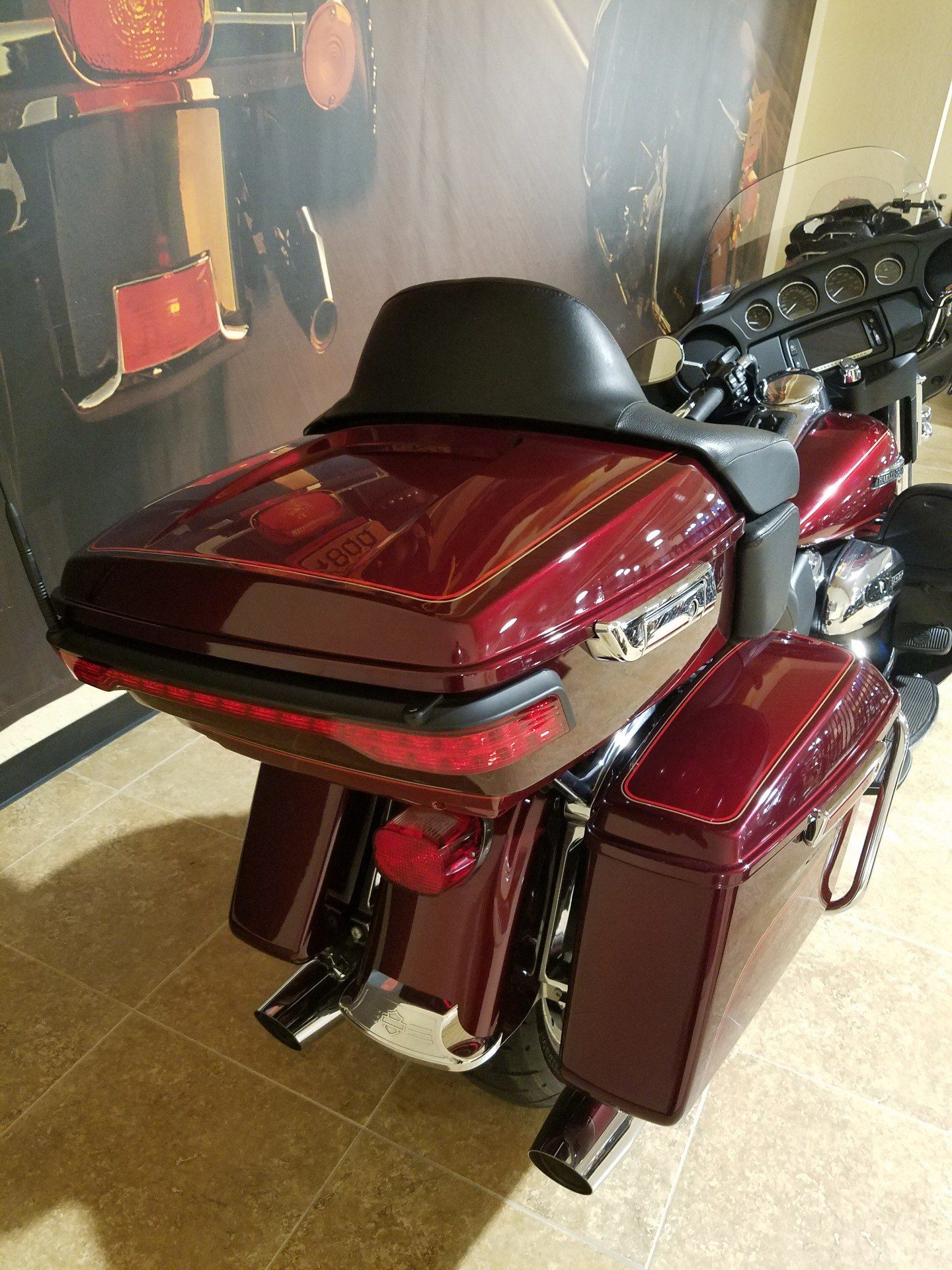 2017 Harley-Davidson Electra Glide® Ultra Classic® in Pasadena, Texas - Photo 4