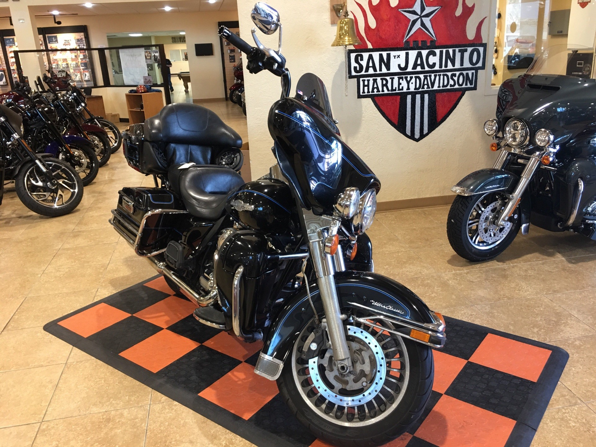 2013 Harley-Davidson Ultra Classic® Electra Glide® in Pasadena, Texas - Photo 2