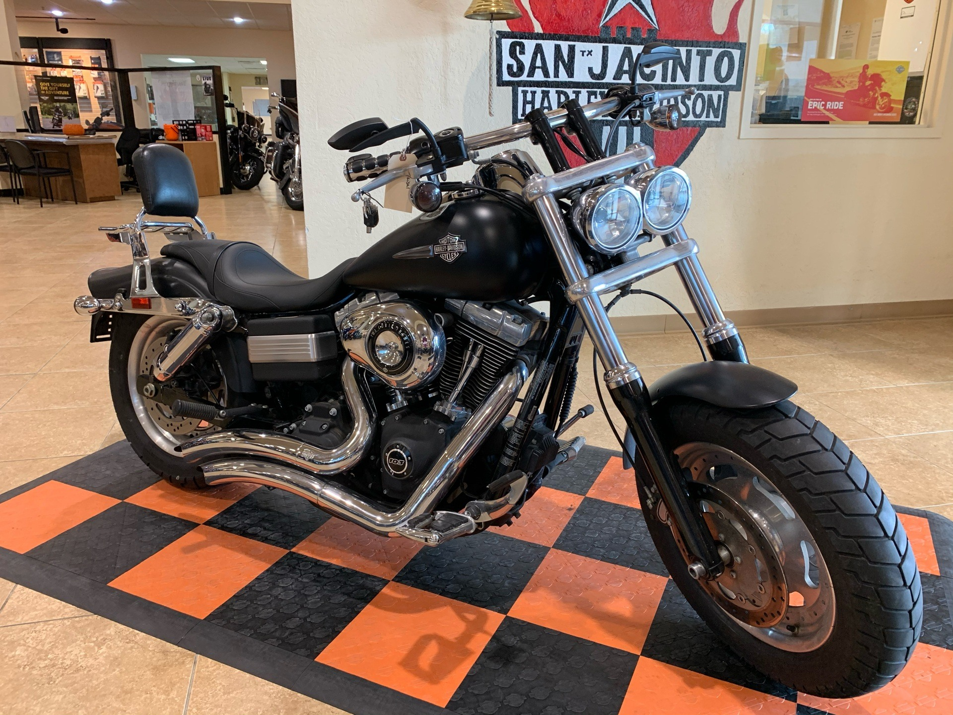 2013 Harley-Davidson Dyna® Fat Bob® in Pasadena, Texas - Photo 2