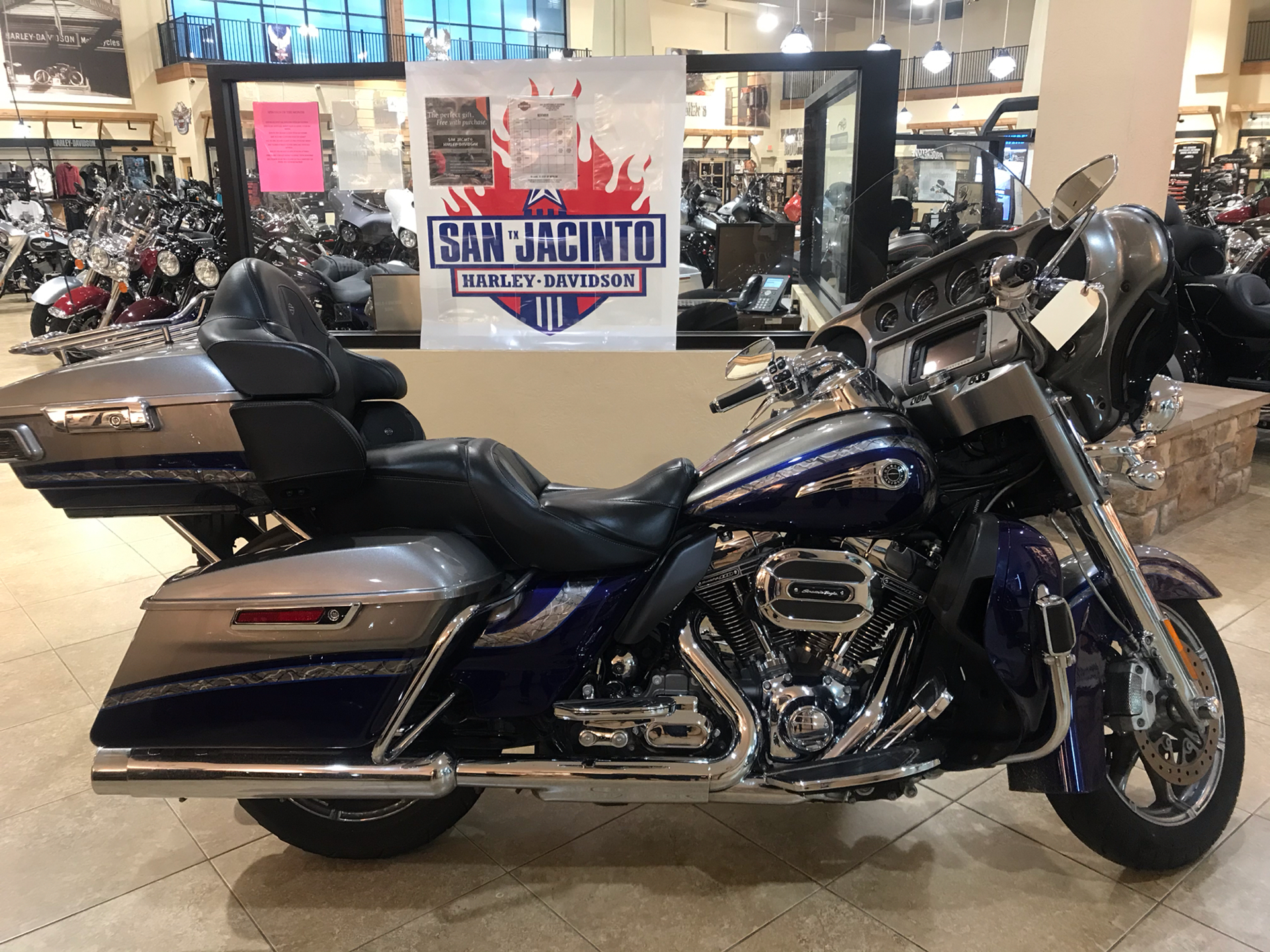 2016 Harley-Davidson CVO™ Limited in Pasadena, Texas - Photo 1
