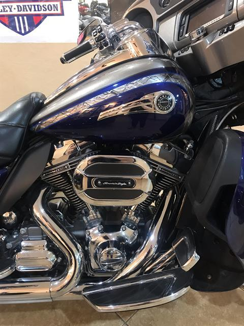 2016 Harley-Davidson CVO™ Limited in Pasadena, Texas - Photo 2
