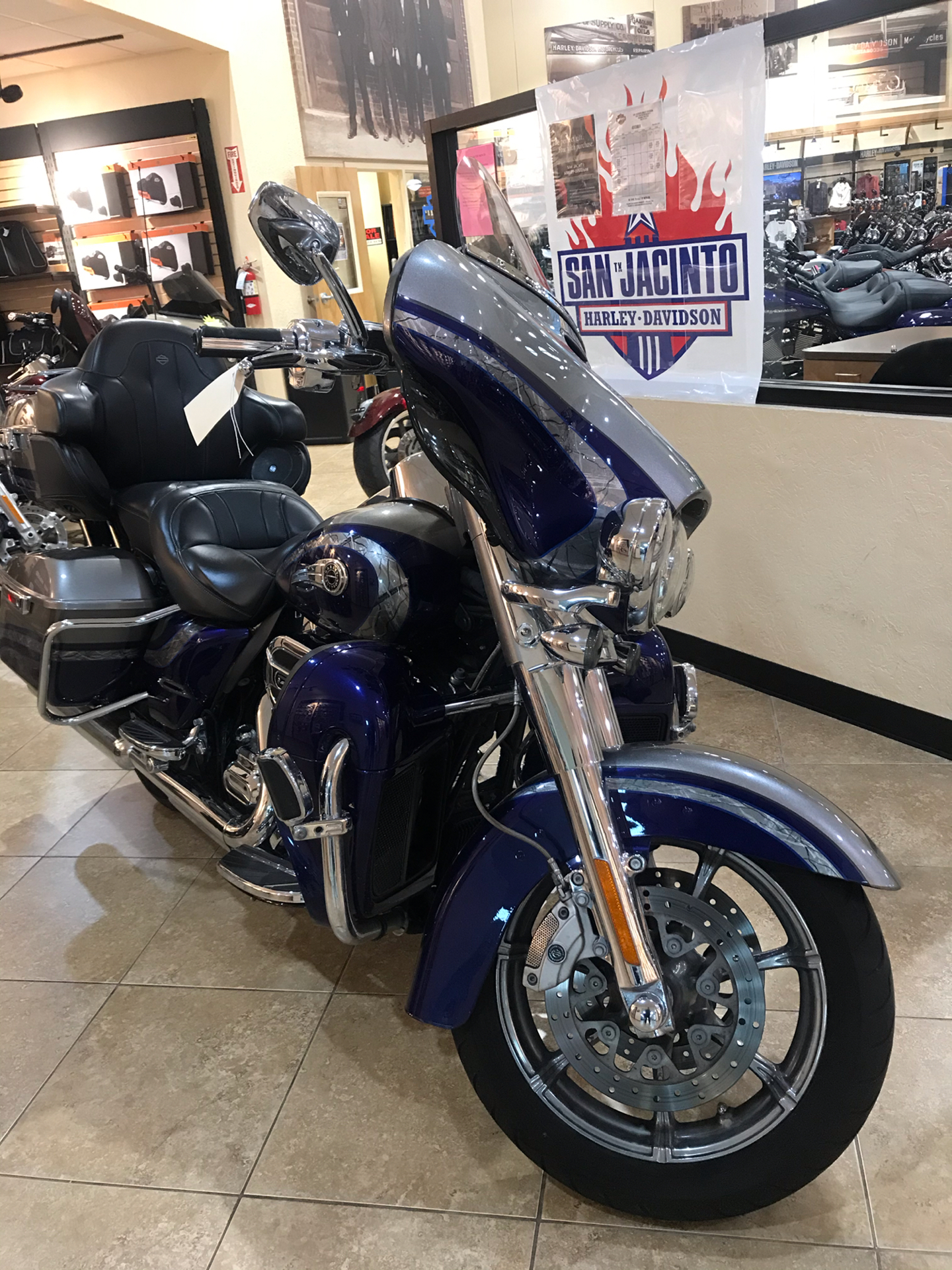 2016 Harley-Davidson CVO™ Limited in Pasadena, Texas - Photo 3