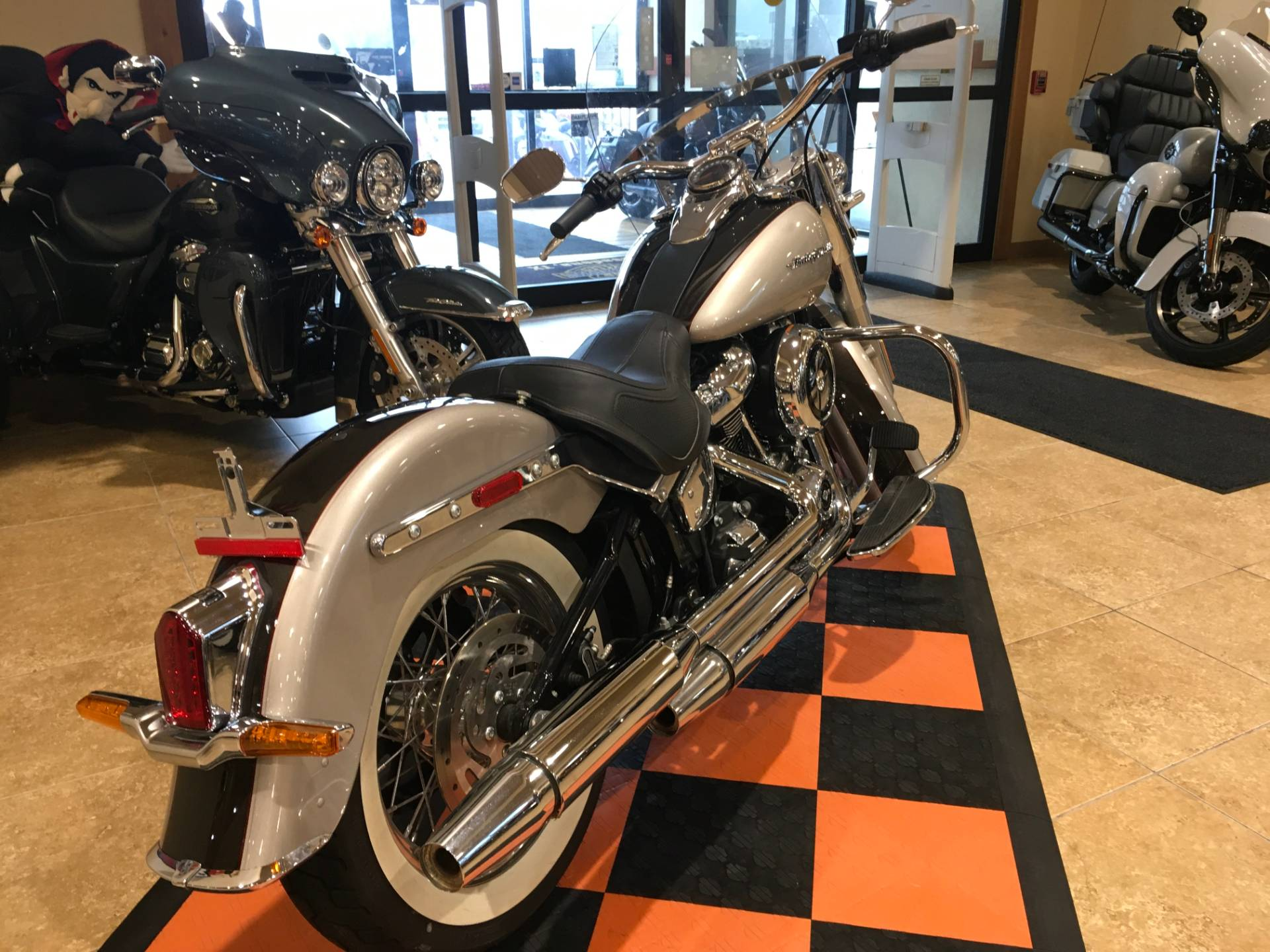 2018 Harley-Davidson Softail® Deluxe 107 in Pasadena, Texas - Photo 4