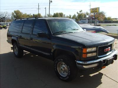 1995 GMC GMC SUBURBAN 4x4 diesel in South Hutchinson, Kansas - Photo 2