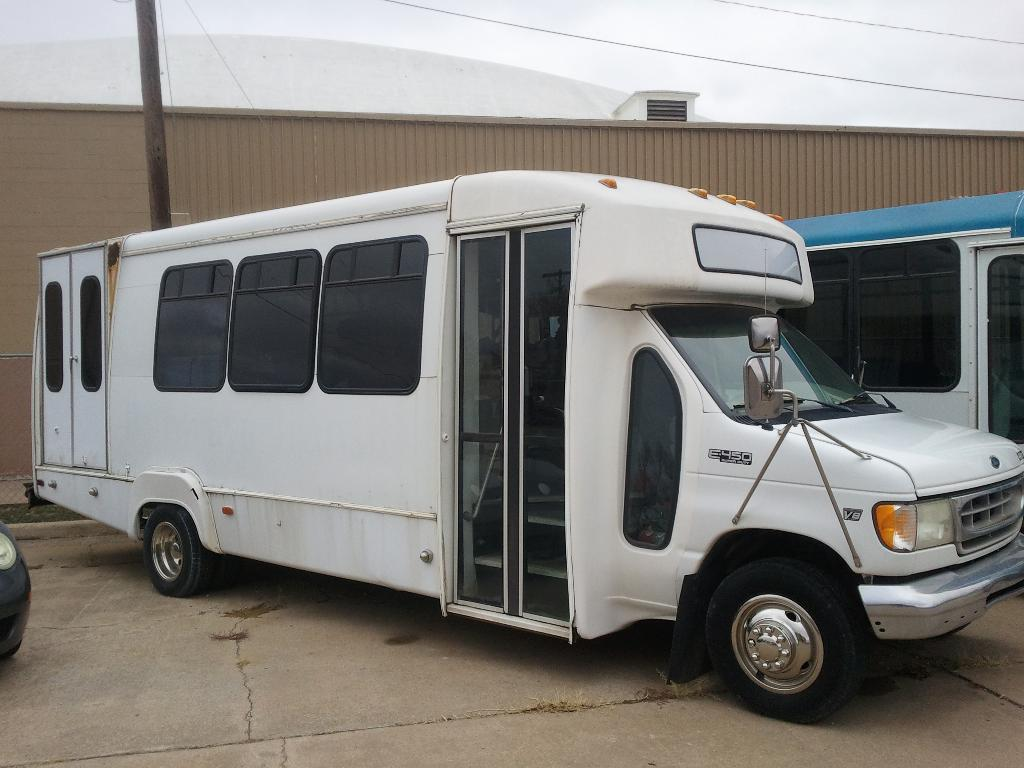 1999 Ford E 450  Superduty Bus in South Hutchinson, Kansas - Photo 1