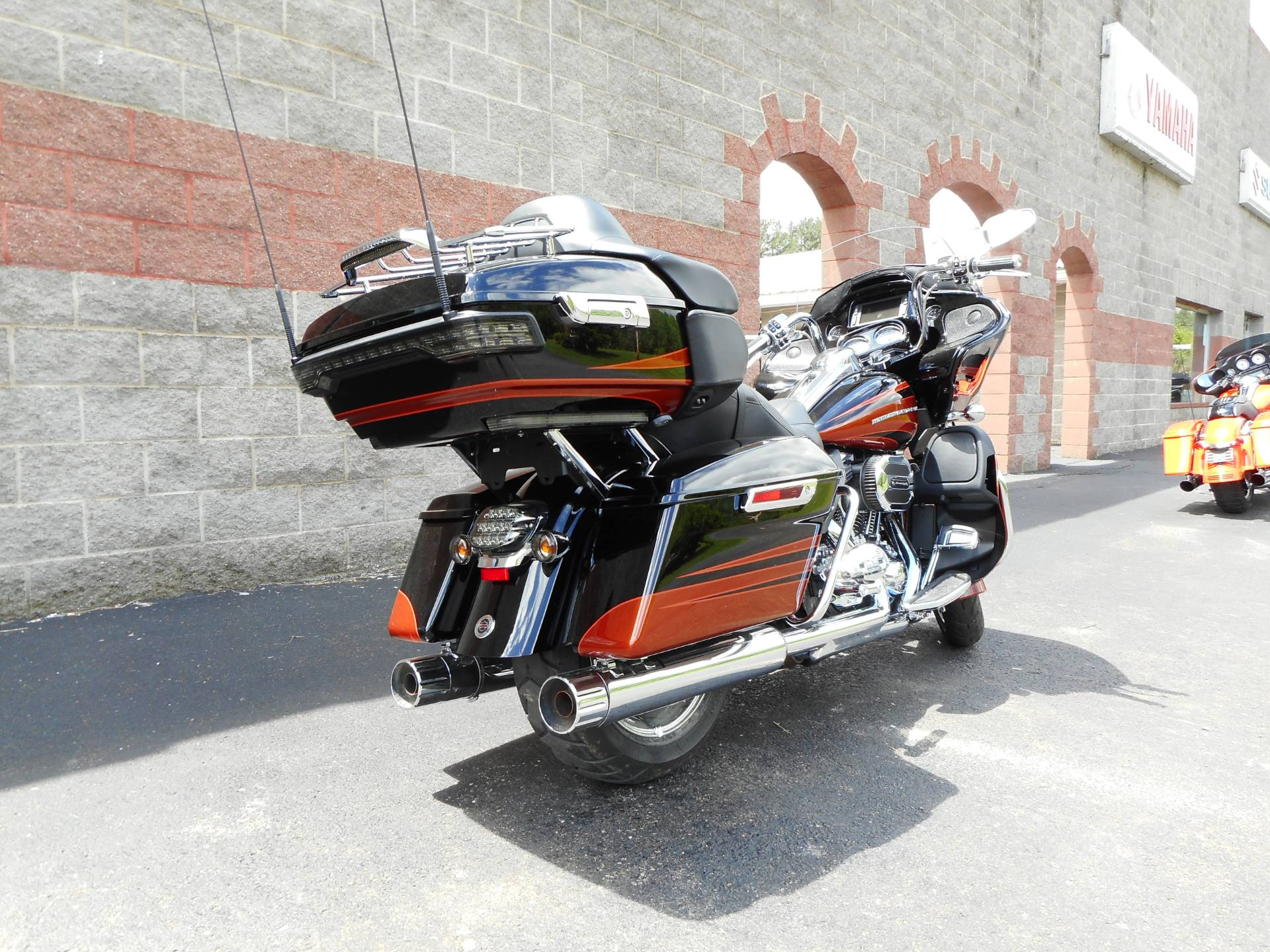 2015 Harley-Davidson CVO™ Road Glide® Ultra in Galeton, Pennsylvania