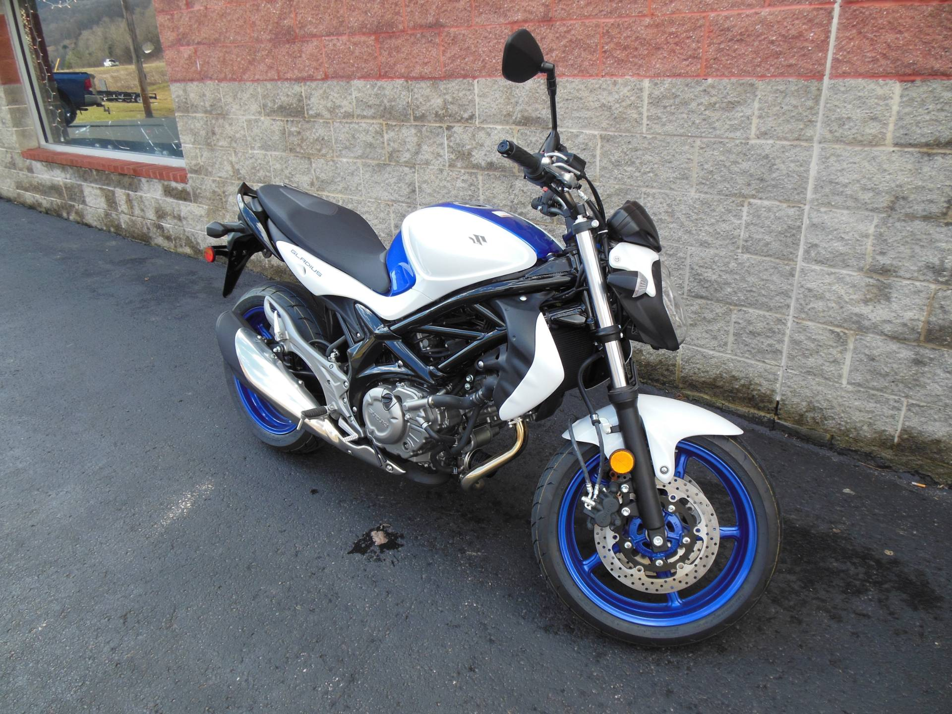 2015 Suzuki SFV650 in Galeton, Pennsylvania - Photo 2